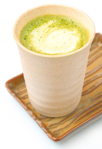 Photo of the finished green tea latte